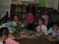 Students_at_alc_library_2