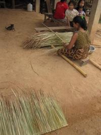 Making_straw_roof_vtp