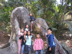 Kids_on_dinosaur