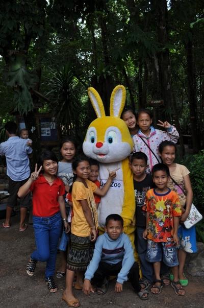 Giant_bunny_2