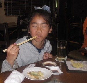 Eating_japanese_food_3